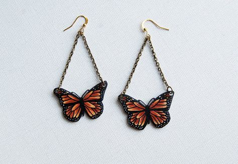 So cute butterfly earrings made from shrink plastic / shrinky dinks :D Funky Earrings, Funky Jewelry, Diy Earrings, Cute Jewelry, Jewelry Accessories, Plastic Earrings, Music Jewelry, Jewelry Art, Monarch Butterfly