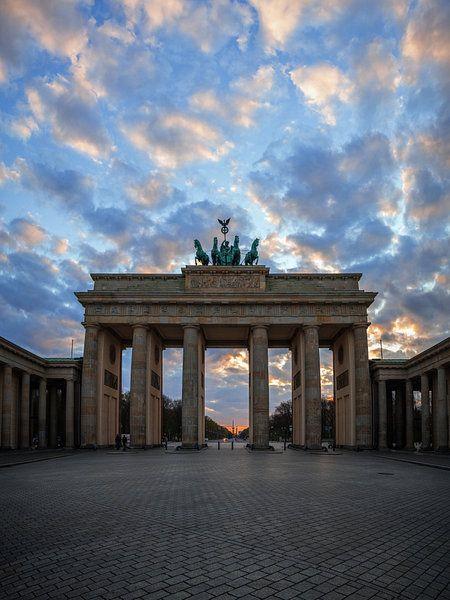 Brandenburger Tor Berlin Sonnenuntergang Ii Poster Bruce Girault Ohmyprints In 2020 Brandenburger Tor Berlin Brandenburger Tor Sonnenuntergang