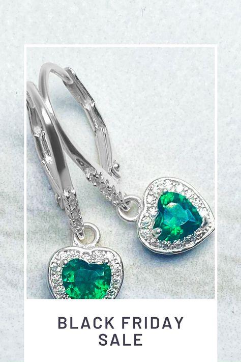 #jewelry #emeraldjewelry #dropearrings #trendyjewelry #daintyearrings #silverearrings
