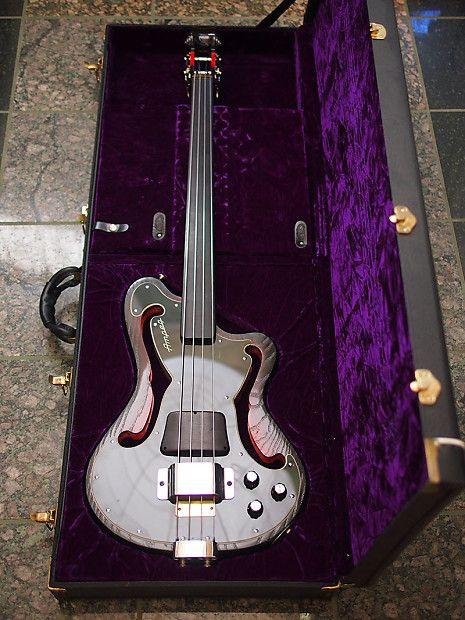 Ampeg Aub 2 Fretless Bass Guitar 1999 In 2020 Bass Guitar Guitar Bass