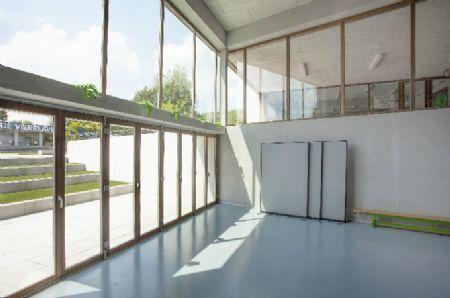 Basisschool De Vierklaver Combineert Sobere Ontwerpkeuzes Met Sterke Ruimtebeleving Foto S Cuypers Q Architecten Basisschool Architecten Sober