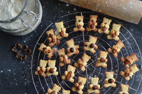 Emporte Piece Ours Pour Tenir Une Amande Ou Une Noisette Alimentation Gateaux Et Desserts Et Amande