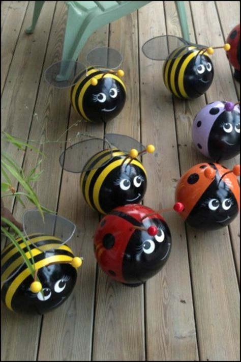Decorate your garden by making cute ladybugs with golf balls! Do you have some old golf balls. Decorate your garden by making cute ladybugs with golf balls! Do you have some old golf balls for this cute little project? Bowling Ball Crafts, Bowling Ball Art, Bowling Ball Ladybug, Golf Tournament Gifts, Golf Clubs, Golfball, Crafts For Kids, Arts And Crafts, Ladybug Crafts