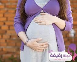 متى يبدأ ظهور بطن الحامل بتوأم أو البكر أو التي سبق لها الإنجاب Fashion Tops
