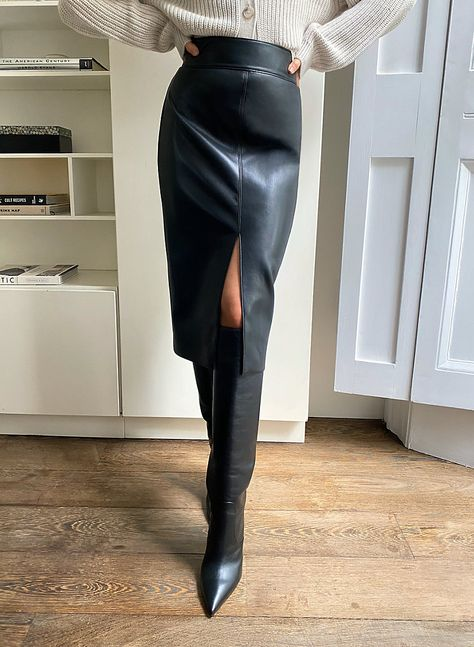 Black Leather Skirt Outfits, Black Pencil Skirt Outfit, Long Leather Skirt, Black Leather Pencil Skirt, Pencil Skirt Outfits, Chic Black Outfits, Womens Leather Skirt, Winter Skirt Outfit, Winter Outfits