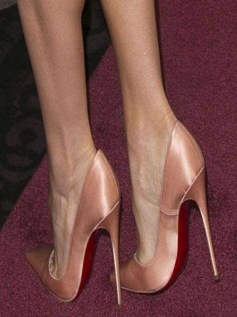 Rachel McAdamss Feet in Peach-Colored So Kate Stilettos