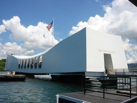 Oahu The Largest City In Hawaii Home To The Pearl Harbor Memorial Of Wwii A Must See You Can Enjoy Diamond Head Wai Pearl Harbor Hawaii Pearl Harbor Travel