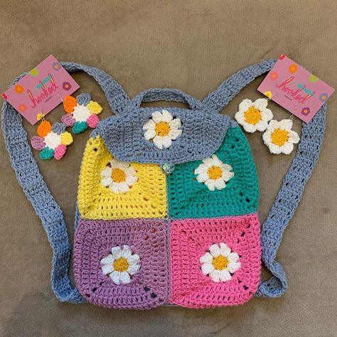 Crochet Daisy, Diy Crochet, Crochet Crafts, Yarn Crafts, Crochet Hooded Scarf, Crochet Shirt, Knitting Projects, Crochet Projects, Sewing Projects