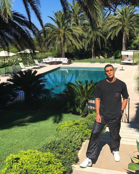 "Gefällt 56.3 Tsd. Mal, 899 Kommentare - Younes Bendjima (@younesbendjima) auf Instagram: ""Lunches, brunches interviews by the pool, considered a fool, cause i dropped out of high school."""