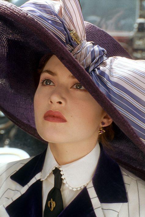 Kate Winslet as Rose Dewitt - Titanic Close-up view of costume. Titanic Kate Winslet, Kate Winslet 1997, Kate Winslet Young, Costume Titanic, Titanic Rose, Kate Titanic, Titanic Wedding, Movies And Series, Movie Mistakes