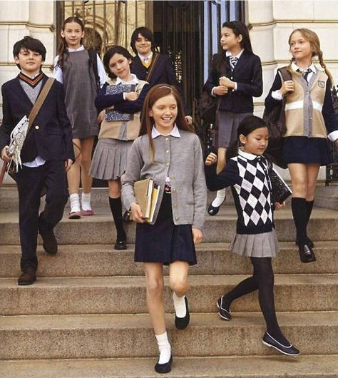 Take a look at the best kids uniforms in the photos below and get ideas for your school outfits!