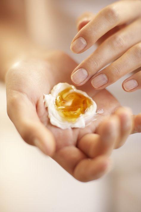 Gesichtsmasken gegen Falten selber machen-Quark, Honig, Olivenöl, Sonnenblumenöl