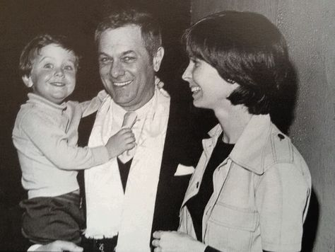 Tony Curtis Leslie Allen And Their Son In 1974 Tony Curtis