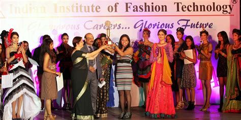 Iift Top Fashion Design Colleges In Bangalore Fashion Top Design Fashion Top 10 Fashion Designers