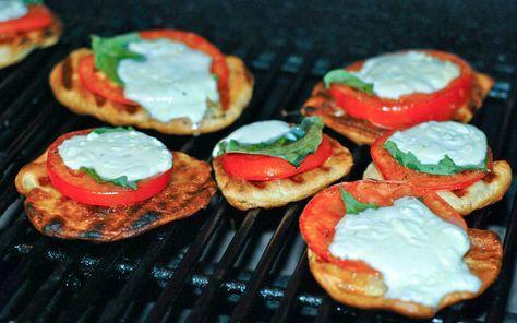 Grilled Mini Caprese Pizza Recipe via Grillgrrrl.com #healthy #tailgating