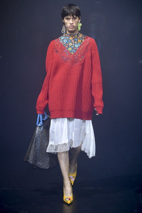 Most current Cost-Free balenciaga Ready To Wear Strategies Loads of job-hunting suggestions draws attentions to the desire to costume for success.