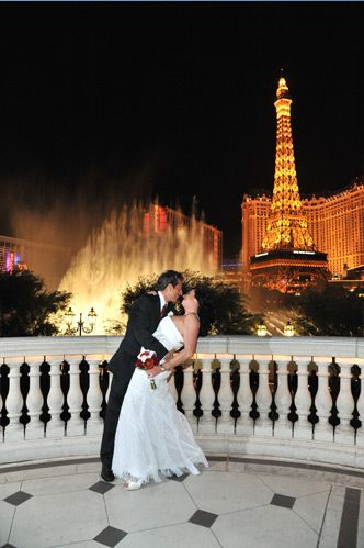 VegasBucketListTie The Knot In Beautiful Fountain Courtyard At Bellagio As Fountains Dance Away