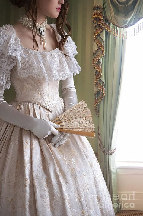Victorian Woman Holding A Fan By The Window by Lee Avison Old Fashion Dresses, Old Dresses, Pretty Dresses, Vintage Dresses, Beautiful Dresses, Victorian Women, Victorian Fashion, Fairytale Dress, Royal Dresses