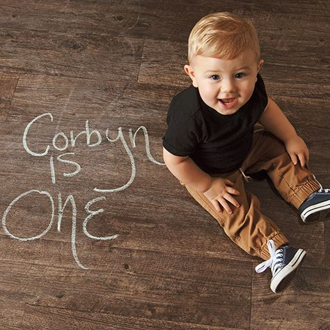 Searching For First Birthday Photo Ideas Recreate This Simple Chalk And Wood Floor With