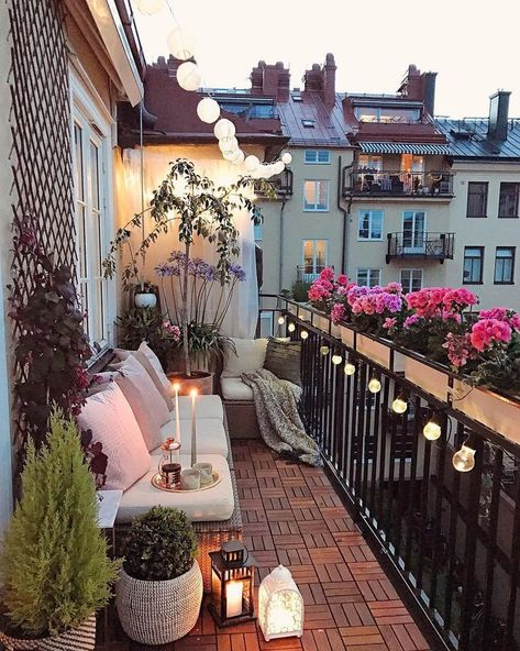 300 Idee Su Balconi E Terrazze Nel 2021 Balconi Idee Balcone Decorazione Da Balcone