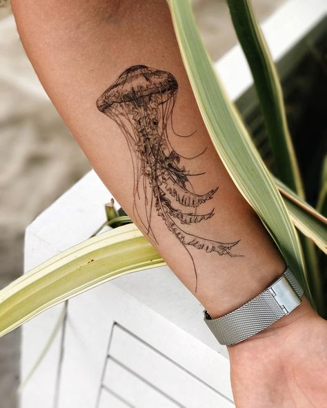 Man And Women Tattoo : Jellyfish, temporary tattoo set, temporary tattoos, fake tattoo .