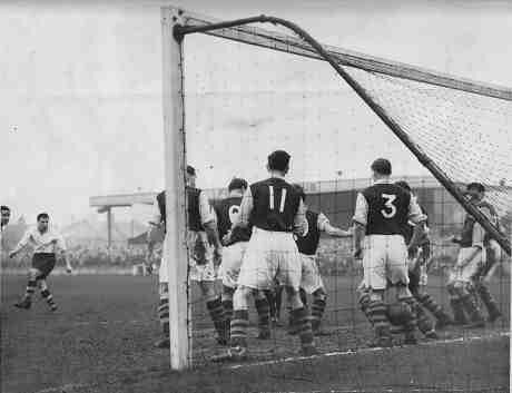 Finchley 3 Crystal Palace 1 in December 1952 at Summers Lane ...