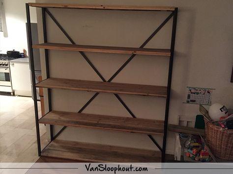 Sloophout kast met stalen frame erg praktisch en vooral een goed