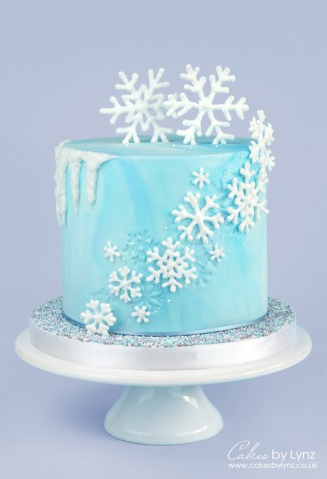 Winter Snowflake Cake Tutorial with an icicle drip by Cakes by Lynz Perfect for Christmas or a Frozen themed party! Cupcakes Frozen, Frozen Theme Cake, Frozen Themed Birthday Party, Disney Frozen Birthday, Elsa Frozen Cake, Best Birthday Cake, Fifth Birthday Cake, Birthday Cake Designs, Frozen Cake Decorations