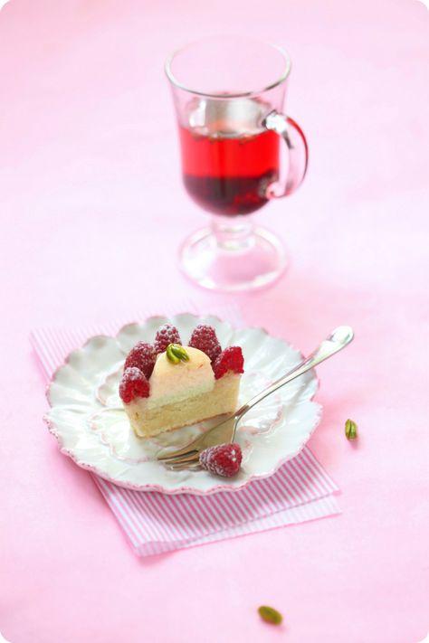 A receita em português está em baixo.   Продолжа я тему мелкой выпечки, сегодня предлагаю ва шему вни манию  рецепт нежнейших пирожн...