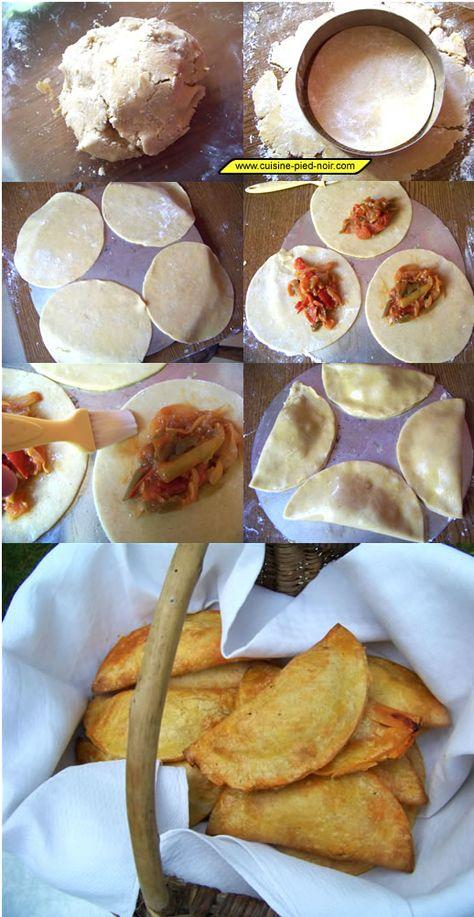 """Cocas à la frita La cuisine pied-noir """"latine"""" (chrétienne) est un mélange de cuisine française méridionale, catalane et espagnole (les pelotas, les cocas, le gazpacho pied-noir, les migas, le cocido, le potaje viudo, les albondigas, la frita, l'arroz caldos, le vin d'orange, les rollicos, les pastisos, les pasteles de moñatos…) avec un apport évident de la cuisine italienne du sud (pizza napolitaine, timbale de macaronis, cannellonis aux herbes…). Avec en plus la cuisine Maghrébine…"""