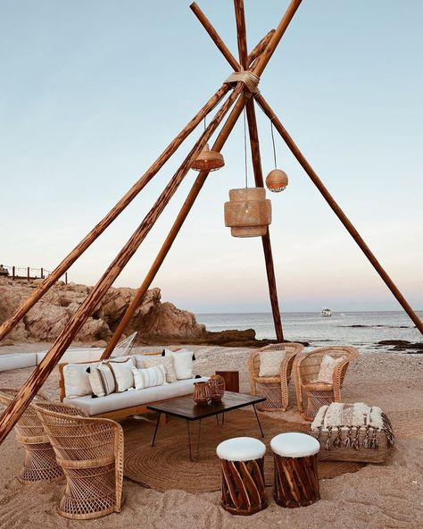 boho beach wedding inspo Source by denisehansmann beach Outdoor Spaces, Outdoor Living, Outdoor Decor, Chillout Zone, Boho Beach Wedding, Festa Party, Beach Bars, Beach Club, Cabana