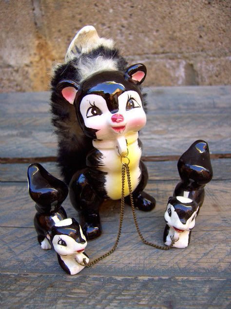 50s SKUNK FAMILY chained figurines  Have this one, too!