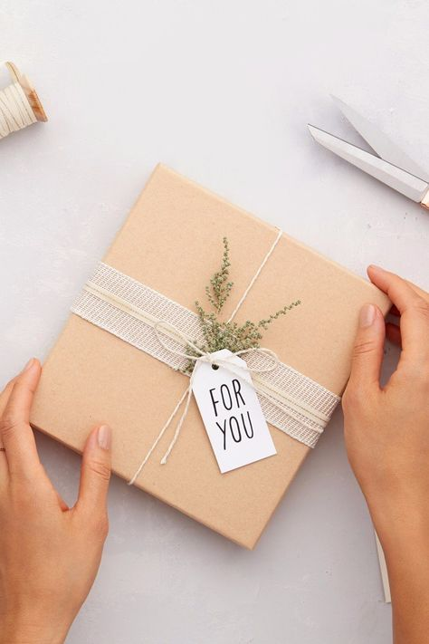Find the perfect presents, stocking stuffers, and white elephant gifts of 2020 for her, him, kids of all ages and anyone else on your list this year. Creative Gift Packaging, Creative Gift Wrapping, Creative Gifts, Packaging Ideas, Gift Box Packaging, Christmas Gift Wrapping, Xmas Gifts, Diy Gifts, Best Gifts