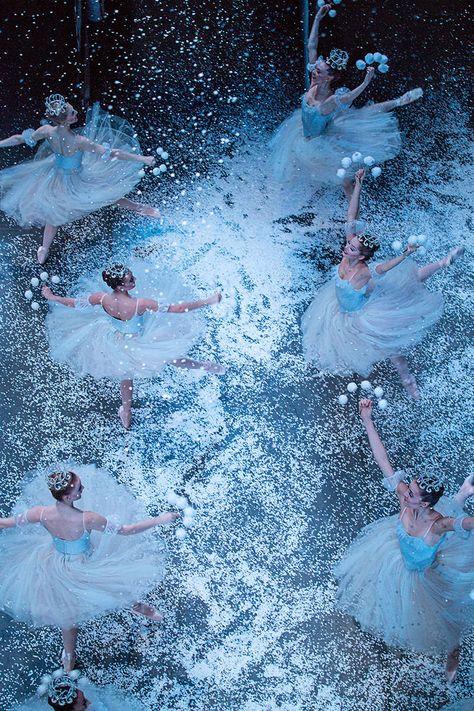 Valse des Flocons - Casse-Noisette - Nutcracker Ballet - New York City Ballet's Production of 'The Nutcracker' - Elle Yoga Pilates, City Ballet, Fred Astaire, Ballet Photography, Artistic Photography, Ballet Beautiful, Beautiful Things, Ballet Dancers, Ballerinas