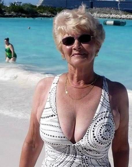 Sexy Mature Woman Showing