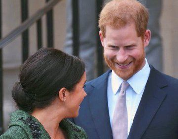 Prince Harry Meghan Markle Strike Spotify Podcast Deal In 2020 Barack And Michelle Famous Couples Prince Harry