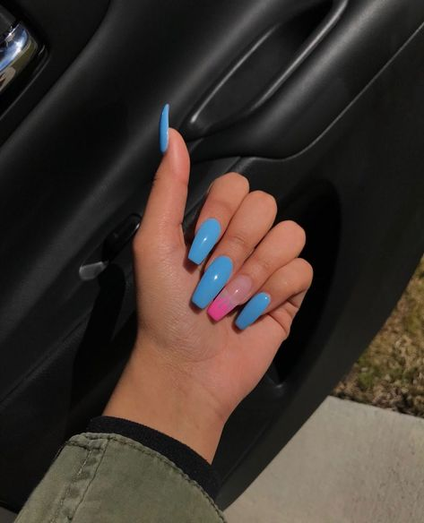 Follow: @Tropic_M for more ❄️ #AcrylicNailsCoffin