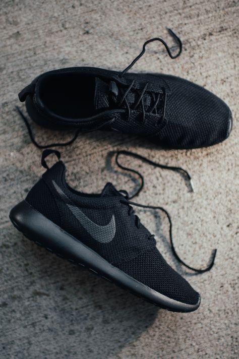 8760c96bfd4 Nike Roshe One Black