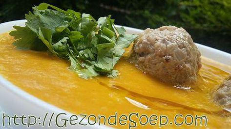 2 makkelijke en goedkope pompoensoep recepten, zodat je met weinig ingrediënten zal genieten van een lekker romige, vullende soep om je vingers van af te likken.