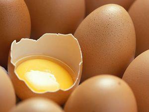 Un equipo de investigadores del Instituto de Investigación en Ciencias de Alimentación (CSIC y Universidad Autónoma de Madrid) han patentado un derivado de la clara de huevo que tiene multitud de propiedades culinarias: es más manejable, puede volver a montarse pasado un tiempo y crea espumas ligeras y suaves. El nuevo producto tendrá numerosas aplicaciones en la alta cocina.