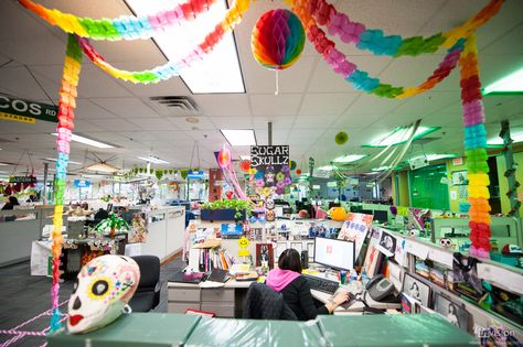 A look inside the Zappos office: vibrant decorations to keep the energy high!