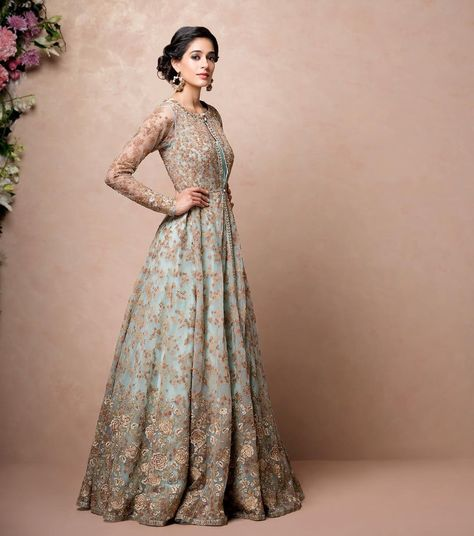 And the golden detailings makes it stand out from the rest of the usual indian wedding gowns. it's totally one of those bridal dresses you've wanted to