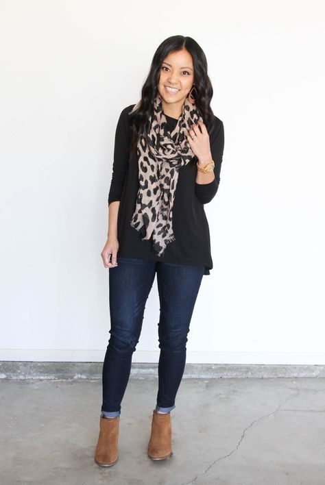 Plain to Polished: Adding a Print to Make a Plain Outfit Look Good Black top with Leopard Scarf and Skinnies Leopard Outfits, Grey Slacks, Leopard Print Scarf, Leopard Top, How To Wear Scarves, Business Casual Outfits, Black Women Fashion, Fall Outfits, Nice Outfits