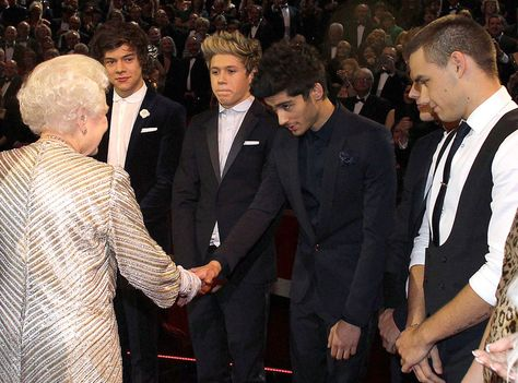 Niall meeting the queen!! his face is so cute