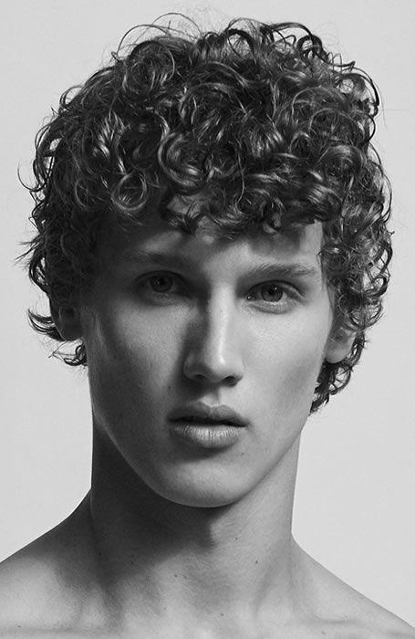 Hairstyles Men Short Curly In 2020 Curly Hair Men Men S Curly Hairstyles Curly Hair Styles