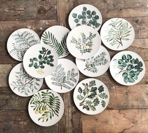 Stoneware Herb Magnets on NS Pottery. These look imprinted, very nice! Ceramic Tableware, Ceramic Clay, Ceramic Painting, Ceramic Pottery, Pottery Art, Diy Tableware, Slab Pottery, Pottery Painting Designs, Pottery Designs