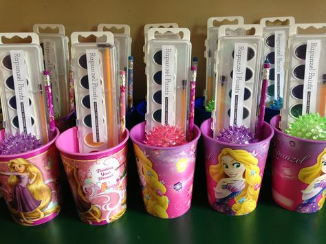 No link, just the picture - Rapunzel party favors. Paint labels pencils, light up bouncy balls, watercolors and note pads inside plastic cups. Fourth Birthday, 6th Birthday Parties, Birthday Party Favors, Birthday Crowns, Birthday Ideas, Disney Princess Birthday Party, Princess Party Favors, Cinderella Party, Tinkerbell Party