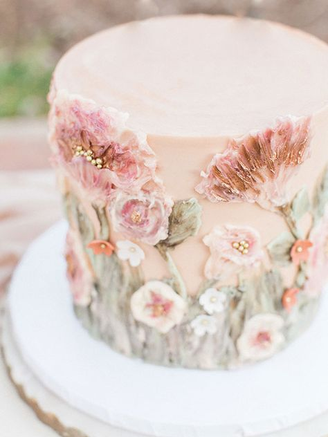 Whimsical Al Fresco Dinner Party with Pink Sweets - Casamento/Wedding - Gateau Floral Wedding Cakes, Floral Cake, Cake Wedding, Purple Wedding, Gold Wedding, Painted Wedding Cake, Spring Wedding Cakes, Wedding Cake Cupcakes, Dessert Wedding