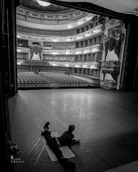 tanaquilleclercq: Polina Semionova warming up before Romeo and Juliet at the Mikhailovsky Theatre.Photo by Jack Devant. Polina Semionova, Ballet Photography, Royal Ballet, Ballet Dancers, Dream Life, Dream Job, Jazz, Photos, In This Moment
