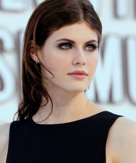 Pin By Alanne Brito On Makeup Alexandra Gorgeous Women